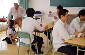 ครูสุดหื่น แอบหยุดเวลา เย็ดหีเด็กนักเรียนในเวลาเรียน