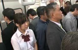 นักเรียนสาวเธอใจดี ให้ผู้ชายเย็ดหีบนรถไฟฟ้า