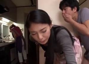 เย็ดน้องเมีย หนังโป๊ญี่ปุ่นพี่เขยแอบเย็ดน้องเมีย เมียยืนอยู่ไม่รู้เรื่องเลย