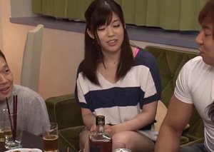 แอบเย็ดเมียเพื่อน ตอนผัวเมาหลับ หนังโป๊ญี่ปุ่นแนวแอบเย็ด
