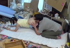 ลุงเย็ดหลาน หลอกเย็ดเด็กสาวตอนนอนอ่านการ์ตูน