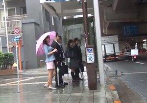 แอบเย็ดบนรถเมล์วันฝนตก โดนรุมเย็ดทั้งผู้หญิงผู้ชาย