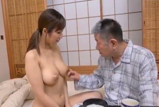 เย็ดสะใภ้ หนังav เมียสาวชอบแก้ผ้าแอบให้พ่อผัวเย็ดรูหี