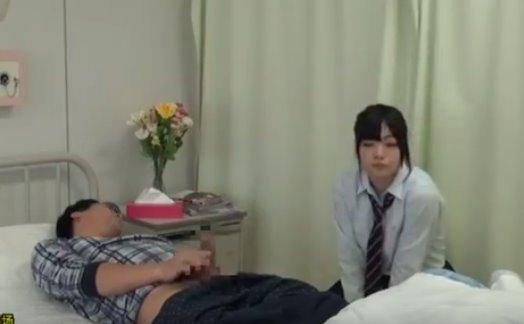 เด็กสาวเยี่ยมไข้เห็นควยแล้วเงี่ยนหี เลยแอบเย็ดคนป่วยในโรงพยาบาล