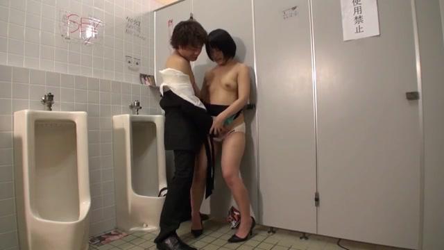 ดูหนังโป๊แนวแอบเย็ด ผู้หญิงเงี่ยนรูหีล่อผู้ชายมาเย็ดในห้องน้ำไม่กลัวกลิ่นเหม็น