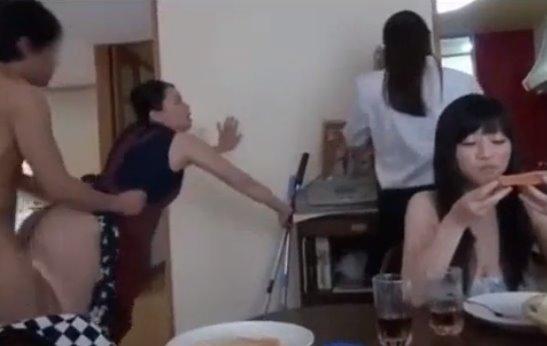 หนังโป๊ญี่ปุ่น เย็ดลูกสาว เย็ดพี่เมีย เย็ดแม่ยาย เย็ดยกครัว ก็คนมันเงี่ยนเย็ดได้ทั้งวัน