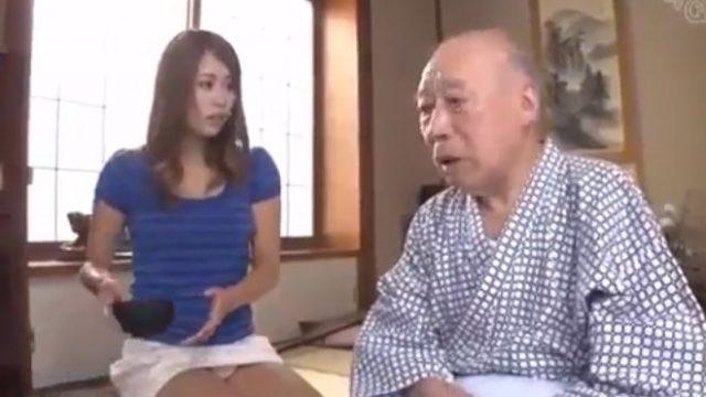 หนังโป๊ญี่ปุ่น พ่อผัวลูกสะใภ้แอบเย็ดกัน เพราะความใกล้ชิดทำให้เกิดอารมณ์เงี่ยน