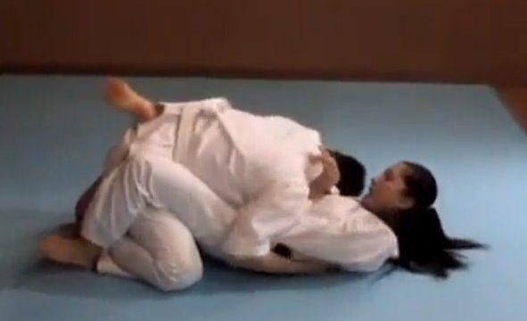 เย็ดหีสาวยูโด หนังโป๊ญี่ปุ่น ผู้ชายท้าสู้ยูโดผู้หญิง แล้วจับกดเอาควยเสียบเข้าหี