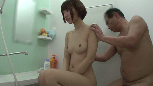 หนังเอวีญี่ปุ่น พ่อเย็ดลูกตอนแก้ผ้าอาบน้ำด้วยกัน ควยเจอหีเลยเพลอเย็ดกัน
