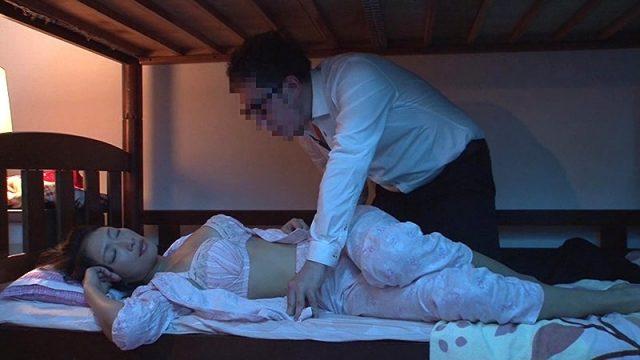 พ่อเย็ดลูกบนเตียงนอนสองชั้น หนังเอวีเต็มเรื่องแนวครอบครัวแอบเย็ดกันเอง