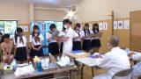 หมอตรวจภายใน แอบเย็ดนักเรียนหญิงในห้องพยาบาลของโรงเรียน