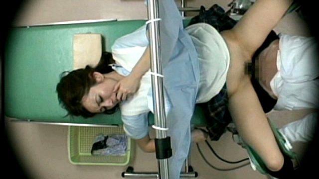 แอบแยงหีคนไข้สาวตอนตรวจภายใน จนเธอน้ำเดินมีอารมณ์เสียว ยอมอ่าขาให้เย็ดหี