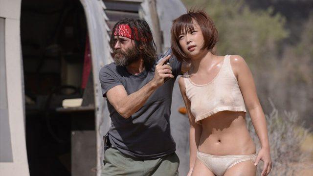 Mana Sakura ดาราหนังโป๊เอวีในบทแม่บ้านสาว โดนโจรขึ้นบ้านจับข่มขืนจนติดใจ