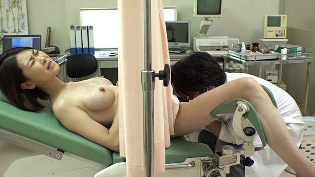 แนวตรวจร่างกาย หมอแอบดมกลิ่นหีคนไข้สาวแล้วเอาควยเข้าเย็ด