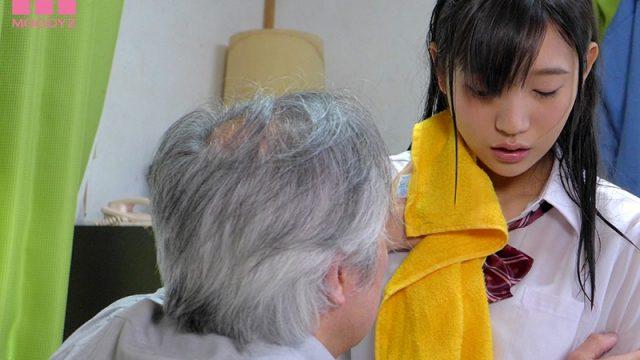 หนังavญี่ปุ่น ลุงข้างบ้านขอเย็ดหีหลานสาวคนสวยในวันฝนตก