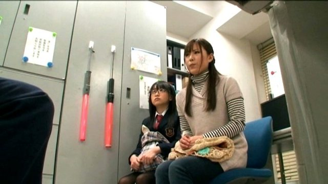 เย็ดแม่และลูกสาว โดนจับได้ว่าขโมยของเลยต้องชดใช้ด้วยรูหี