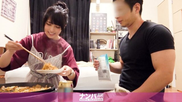 หนังเอวีโป๊ ชวนผู้หญิงสวยมาพัดหมี่กินกันที่ห้องอิ่มแล้วก็เย็ดกัน