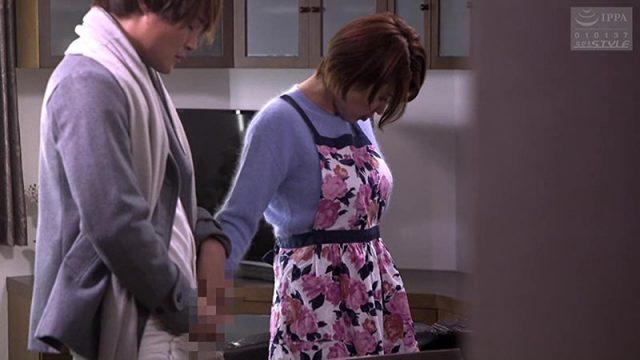 หนังญี่ปุ่นเต็มเรื่องแม่ลูกเย็ดกัน แม่เลี้ยงสาวจำใจให้ลูกชายเย็ดหี