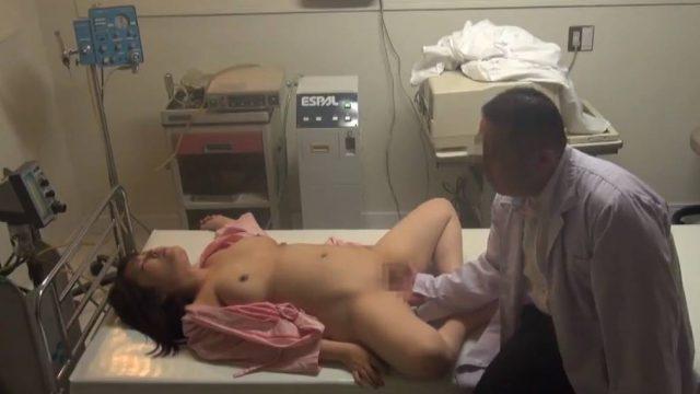 ลักหลับคนไข้ ผู้ป่วยหญิงนอนไม่ได้สติหมอเลยแอบเย็ดหี