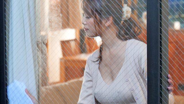 หนังโป๊เอวี สาวข้างบ้านเงี่ยนรูหี เลยต้องช่วยเย็ดให้หายเสี้ยน