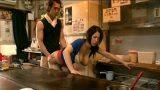 เย็ดแม่ค้า หนังโป๊เรื่องใหม่ ลูกค้าเงี่ยนควยไล่จับแม่ค้าเย็ดหีในร้านอาหารญี่ปุ่น