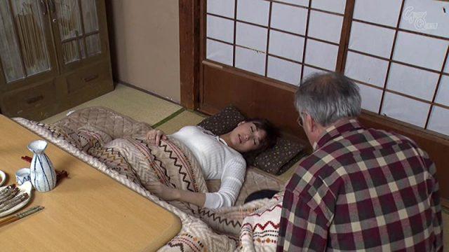 Ichika Kamihata ดาราหนังเอวี แกล้งนอนหลับ ล่อให้คุณตาเย็ดหี
