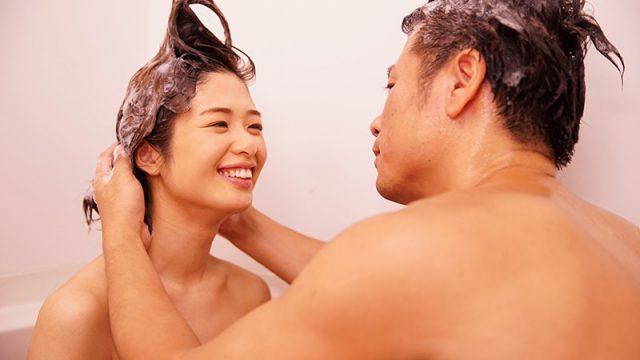 หนังโป๊ญี่ปุ่น แม่บ้านสาวทิ้งขยะได้ถูกที่ถูกเวลา เลยได้ผู้ชายมาเย็ดกัน