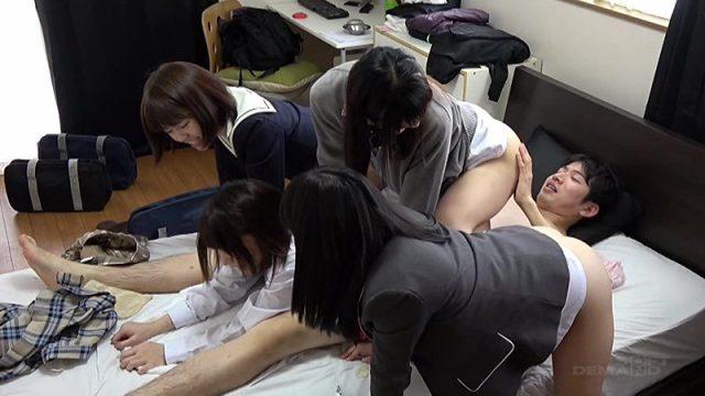 หนังโป๊ญี่ปุ่น น้องสาวพาเพื่อนมารุมเย็ดพี่ชาย